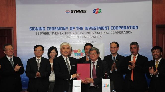 Lễ ký kết giữa FPT và Synnex - Ảnh: FPT