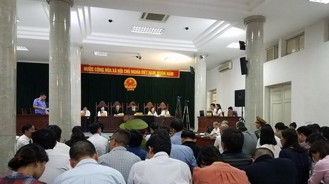 Phiên xét xử Hà Văn Thắm cùng đồng phạm ngày 14/9 - Ảnh: XT
