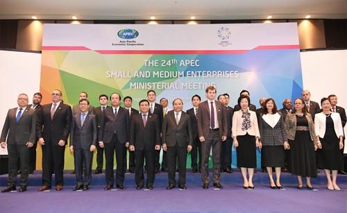 Thủ tướng Nguyễn Xuân Phúc và các Bộ trưởng, Trưởng đoàn dự Hội nghị. Ảnh: VGP/Quang Hiếu