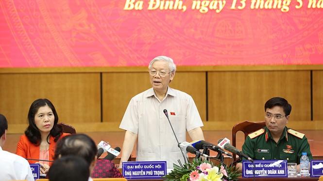 Tổng Bí thư trả lời các chất vấn của cử tri các quận Ba Đình, Tây Hồ (Hà Nội) vào sáng 13.5 - Ảnh: VGP
