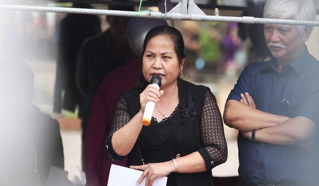 Bà Nguyễn Thị Lan, bí thư Đảng ủy xã Đồng Tâm, tại buổi chủ tịch UBND thành phố Hà Nội đối thoại với người dân - Ảnh: NGUYỄN KHÁNH