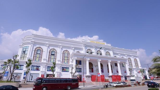 """Vincom Retail đang quản lý, vận hành và cho thuê 41 trung tâm thương mại (""""TTTM"""") tại 22 tỉnh và thành phố lớn trên cả nước."""