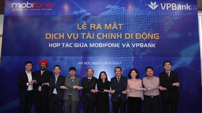 Lễ ra mắt dịch vụ tài chính di động hợp tác giữa Mobifone và VPBank