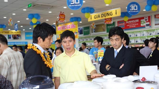 CEO Nguyễn Đức Tài trong một buổi khai trương siêu thị mới - Ảnh: MWG