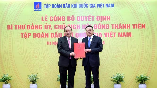 Thủ tướng tận tay trao quyết định bổ nhiệm ông Trần Sỹ Thanh giữ chức Chủ tịch HĐTV PVN
