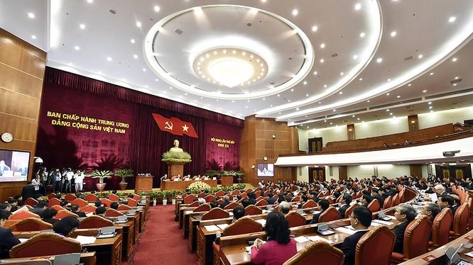 Ngày làm việc thứ 2, Hội nghị lần thứ 7 Ban Chấp hành Trung ương Đảng khóa XII thảo luận nhiều về đề án xây dựng đội ngũ cán bộ cao cấp, đặc biệt là cấp chiến lược - Ảnh: VGP