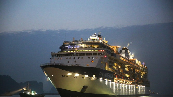 Tàu Celebrity Millennium thuộc hãng tàu biển Royal Caribbean Cruise Lines của Mỹ