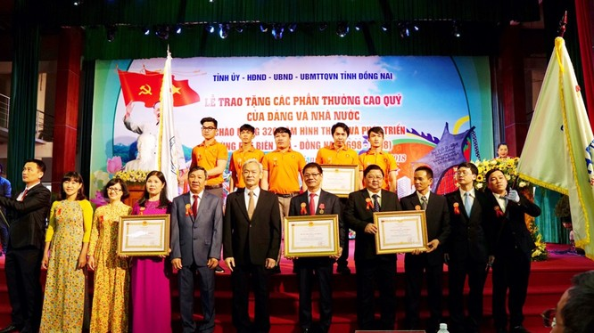 Lễ trao tặng phần thưởng cao quý của Đảng và Nhà nước cho các tổ chức và cá nhân tỉnh Đồng Nai ngày 15/12/2018.