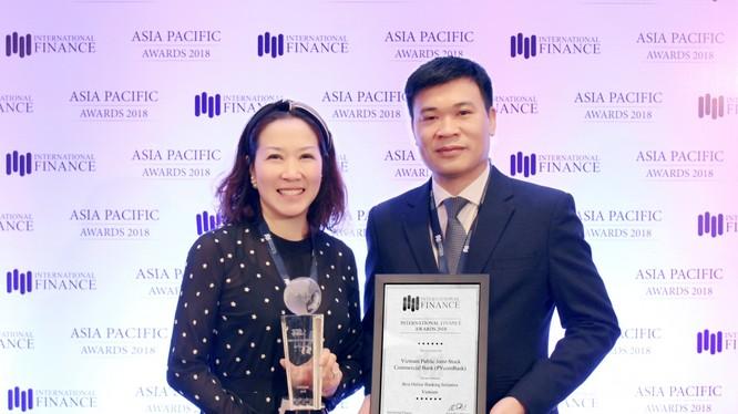Đại diện PVcomBank nhận giải thưởng từ IFM
