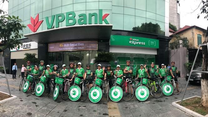Khách hàng từ 50 tuổi trở lên khi mở mới thành công sổ tiết kiệm có giá trị từ 200 triệu đồng, kỳ hạn trên 12 tháng tại VPBank.