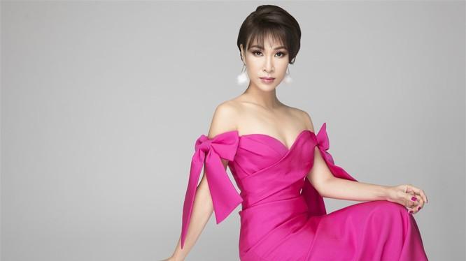 Ca sỹ Uyên Linh