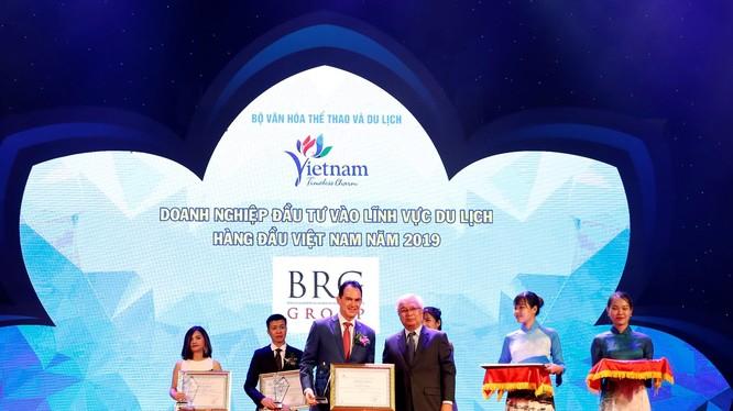 Ông Christopher Lajus nhận giải doanh nghiệp đầu tư vào lĩnh vực du lịch Hàng đầu Việt Nam 2019