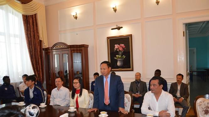 Đại sứ Ngô Đức Mạnh phát biểu, chúc mừng CLB bóng đá Hà Nội vào đến chung kết Liên khu vực giải AFC Cup 2019