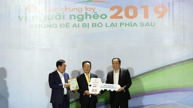 Doanh nhân Đỗ Quang Hiển cùng Ngân hàng SHB, Tập đoàn T&T Group thường xuyên đồng hành cùng các chương trình xã hội, vì cộng đồng