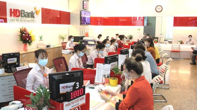 Thời gian HDBank cho khách hàng được ân hạn trả nợ gốc tùy theo khoản vay, tối thiểu từ 12 tháng, 18 tháng hoặc lên tới 24 tháng.