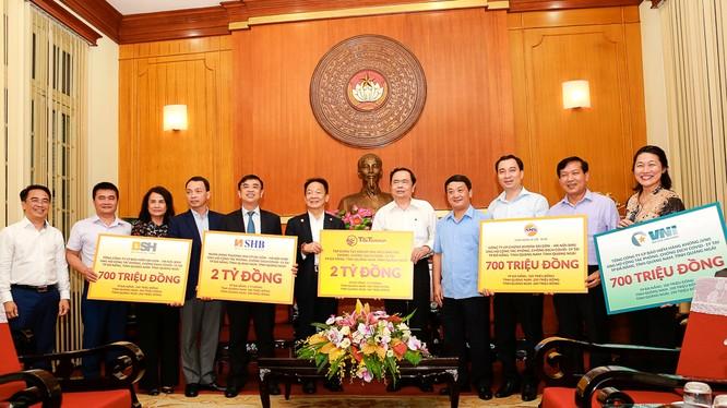 SHB, T&T Group và các doanh nghiệp của Doanh nhân Đỗ Quang Hiển ủng hộ hơn 6 tỷ đồng cho cuộc chiến chống Covid-19 tại miền Trun