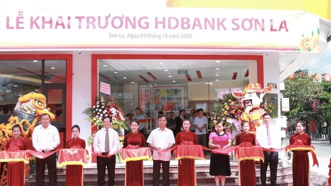 Lễ cắt băng khai trương chi nhánh HDBank Sơn La