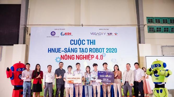"""Lễ trao giải cuộc thi """"HNUE – Sáng tạo Robot 2020""""."""