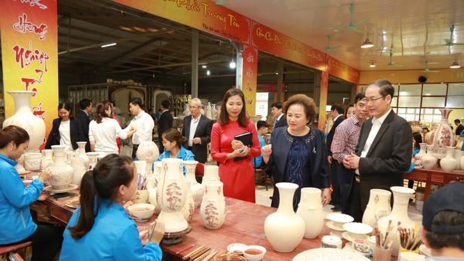 Với tâm huyết của mình, Madame Nguyễn Thị Nga - Chủ tịch Tập đoàn BRG định hướng phát triển Gốm Chu Đậu trở thành một trong những biểu tượng Quốc gia