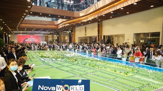 Sản phẩm bất động sản tại dự án NovaWorld Phan Thiet – Siêu thành phố biển – Du lịch – Sức khỏe với quy mô 1000 ha tại Phan Thiết, Bình Thuận thu hút đông các nhà đầu tư trong những tháng cuối năm.(Ảnh: Novaland Gallery trong ngày khai trương)