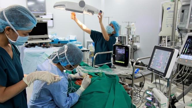 Vinmec nghiên cứu kỹ thuật gây tê mặt phẳng cơ dựng sống (ESP) trong mổ tim hở nhằm xây dựng chiến lược điều trị bệnh tim tốt nhất, kiểm soát hiệu quả cơn đau cho người bệnh
