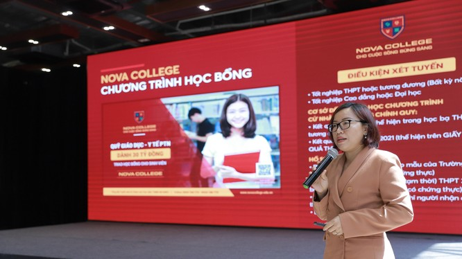 Thạc sĩ Nguyễn Thị Ngọc Quyên – Hiệu trưởng Trường Cao đẳng Nova giới thiệu về chương trình đào tạo và chương trình học bổng năm học 2021- 2022.