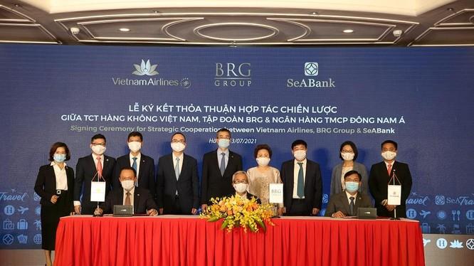 Đại diện Vietnam Airlines, Tập đoàn BRG, và SeABank ký kết thỏa thuận hợp tác chiến lược