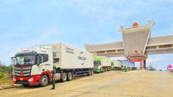 Phương tiện vận chuyển của THILOGI tại CK quốc tế Nam Giang trong ngày khai trương