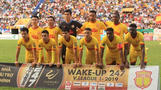 Cổ động viên Nam Định đang hy vọng đội nhà sẽ có điểm trên sân khách (ảnh VPF)