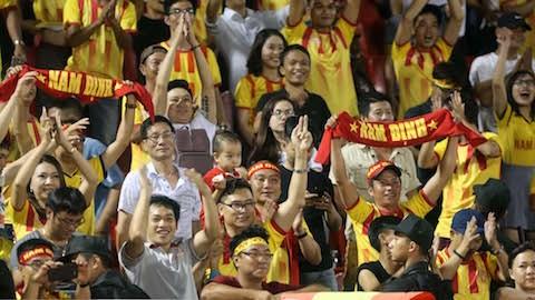 Khán giả Nam Định luôn bên đội bóng lúc khó khăn (ảnh Hội CĐV Nam Định)