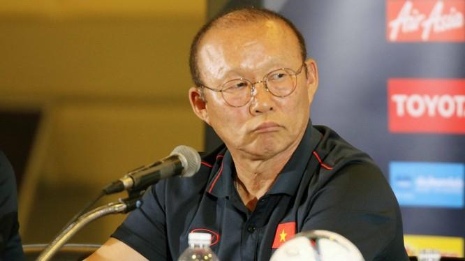 Sau chiến thắng, ông Park vẫn còn nhiều việc phải làm với các học trò (ảnh VFF)