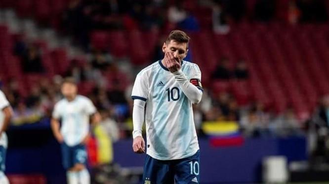 Argentina đã thể hiện sự thất vọng khi để thua Colombia 0-2 ngay trận đấu đầu tiên vòng bảng (ảnh AP)