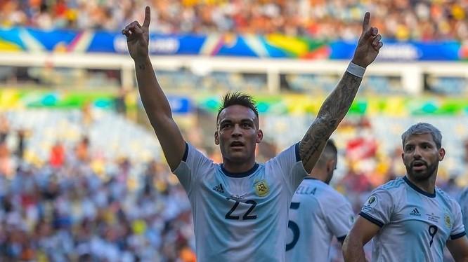 Cú gót điệu nghệ ghi bàn của Martinez là bước ngoặt của trận đấu (ảnh CNN)