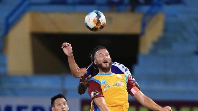 Aau trận hòa như thắng này thì thầy trò HLV Võ Đình Tân có thêm niềm tin để thi đấu. Ảnh VPF