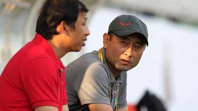 """6 trận chỉ kiếm được 6 điểm mà ông Dương Minh Ninh đã xin từ chức, vậy chuỗi 6 trận nhưng chỉ có được 2 điểm thì liệu bầu Đức có thêm lần nữa """"thay ngựa giữa dòng"""" không? (ảnh Fox Sport)"""