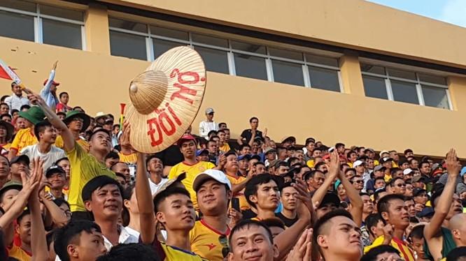 Chủ nhà Nam Định đã đòi cả nợ lẫn lãi trận thua 2-3 lượt đi trên sân Thanh Hóa. Ảnh VietTimes