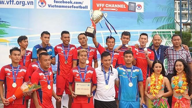 Nhà vô địch Khánh Hòa dính nghi án HLV trưởng đi xin điểm trước khi lên ngôi vô địch giải bóng đá bãi biển quốc gia 2019. Ảnh Bá Duy