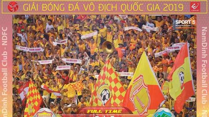 Cầu thủ vào sân từ ghế dự bị Thế Vương tạt cho Hạ Long đánh đầu tung lưới HAGL ấn định tỉ số hòa 2-2. Ảnh Hội CĐV.