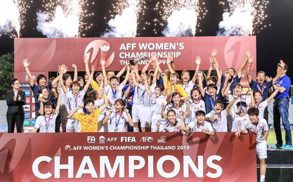 Đội tuyển nữ Việt Nam lần thứ ba vô địch giải bóng đá nữ Đông Nam Á 2019. Ảnh VPF.