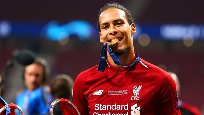 """Van Dijk của Liverpool đã vượt qua cả Messi và Ronaldo để trở thành chủ nhân danh hiệu """"Cầu thủ xuất sắc nhất mùa giải 2018-2019"""". Ảnh: Getty."""