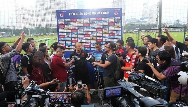 """""""Tôi và các cầu thủ sẽ nỗ lực hết mình để không làm người dân Việt Nam phải thất vọng khi đặt niềm tin vào đội bóng"""". Ảnh VPF."""