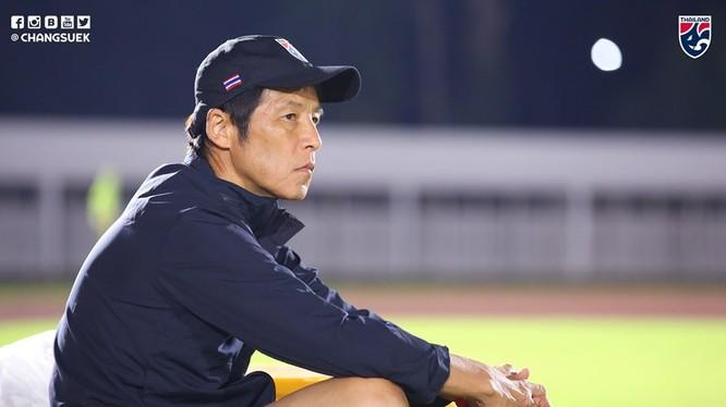 """Nếu không thắng Indonesia , sẽ kết thúc thời kỳ """"trăng mật"""" của HLV Nishino với người hâm mộ Thái Lan"""" tờ Bangkok Post nhận định. Ảnh Changsek"""