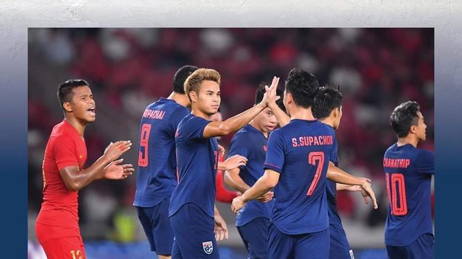 Thắng đậm Indonesia 3-0, Thái Lan chiếm ngôi đầu bảng G. Ảnh FAT