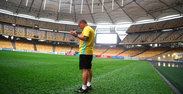 Ông Park và ông Tan bất phân thắng bại tại sân Bukit Jalil. Ảnh Dailysao