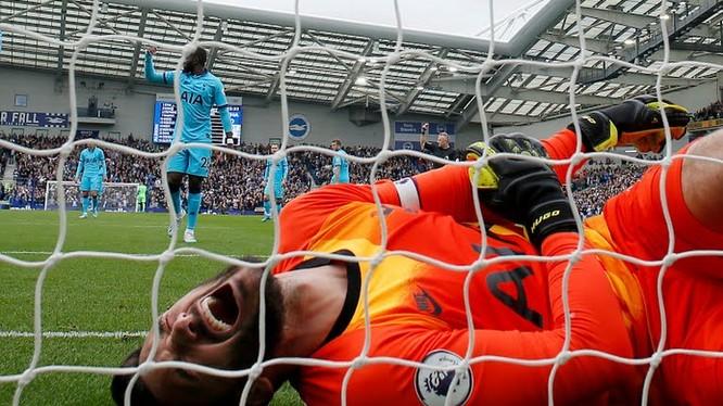 Tottenham vừa bị thua đậm 0-3, lại thiệt người. Ảnh Reutes