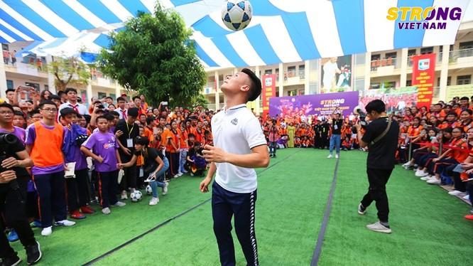Quảng Hải và đội Hà Nội không đủ điều kiện đá các giải ở châu Á 2020 bởi lý do lãng xẹt. Ảnh HNFC.