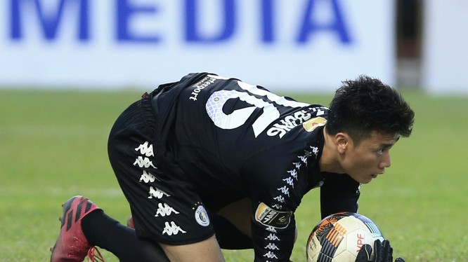 Đội Hà Nội có mùa giải thành công nhưng với thủ môn quốc dân này thì lại thất bại. Ảnh VPF