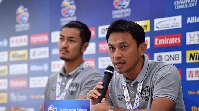 Tawan Sripan được tăng cường huấn luyện U22 Thái Lan cho đến sau loạt trận vòng loại World Cup 2022. Ảnh FAT