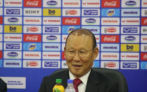 Ngay sau lượt trận thứ 5 của vòng loại thứ 2 World Cup 2020 châu Á ông Park đã vội vàng bay vào TP.HCM với U22 Việt Nam để chuẩn bị bay sang Philippines tham dự SEA Games. Ảnh AT