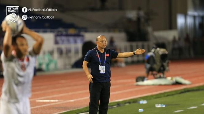 Ông Park đang khoan thủng các hàng phòng ngự bê tông của các đối thủ bảng B. Ảnh VFF